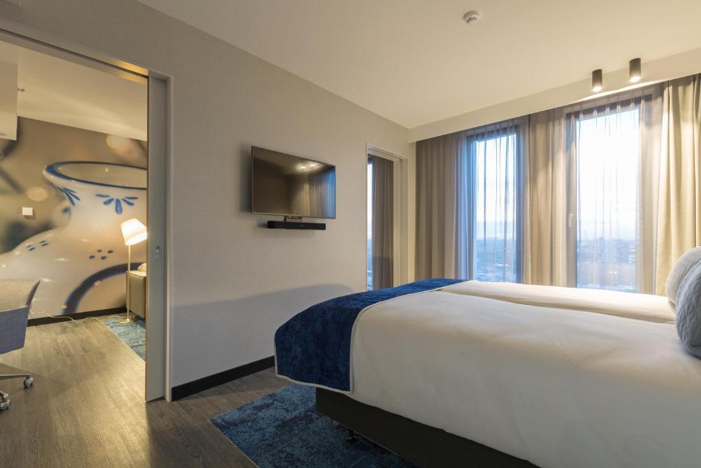 room-img